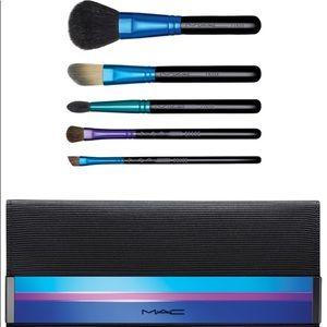 NWOT brand new set of Mac makeup brushes